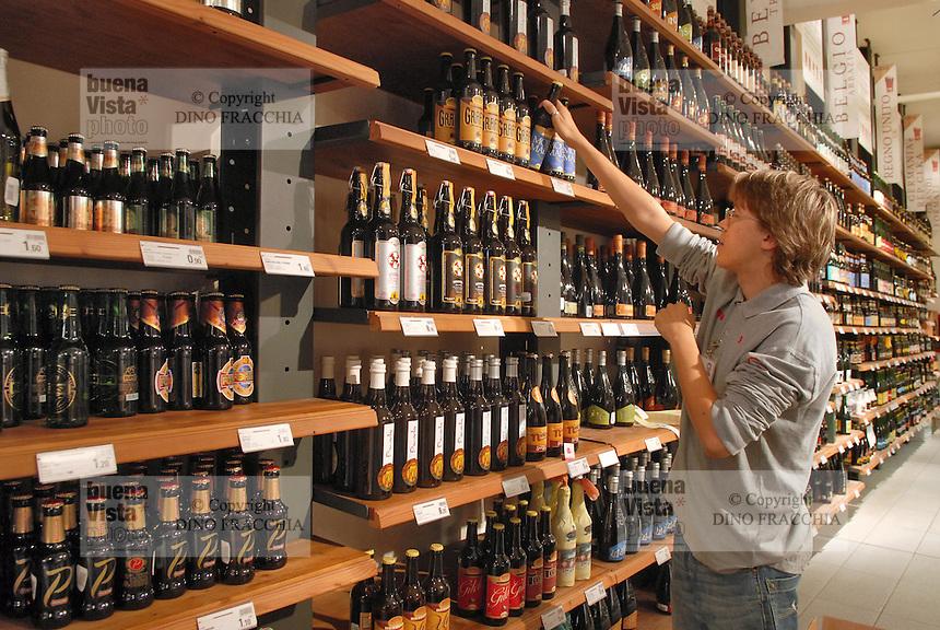 - Eataly, market for the sale of quality Italian food, the shelf of beers<br /> <br /> - Eataly, market per la vendita del cibo italiano di qualit&agrave;, lo scaffale delle birre