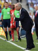 FUSSBALL WM 2014                ACHTELFINALE Argentinien - Schweiz                  01.07.2014 Trainer Alejandro Sabella (Argentinien) engagiert an der Seitenlinie
