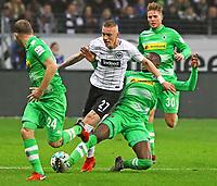 Marius Wolf (Eintracht Frankfurt) gegen Dennis Zakaria (Borussia Moenchengladbach) - 26.01.2018: Eintracht Frankfurt vs. Borussia Moenchengladbach, Commerzbank Arena