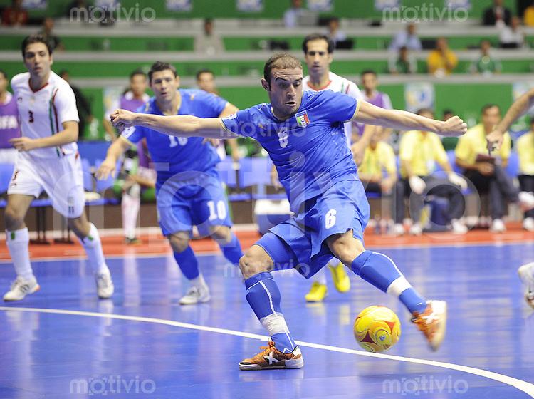 Fussball  International  FIFA  FUTSAL WM 2008   14.10.2008 Zwischenrunde  Gruppe E Iran - Italien Iran - Italy Saad Assis (ITA) schiesst auf das Tor