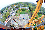 IJSSELSTEIN - Zicht vanuit een bouwkraan om een bouwplaats van een woonflat. COPYRIGHT TON BORSBOOM