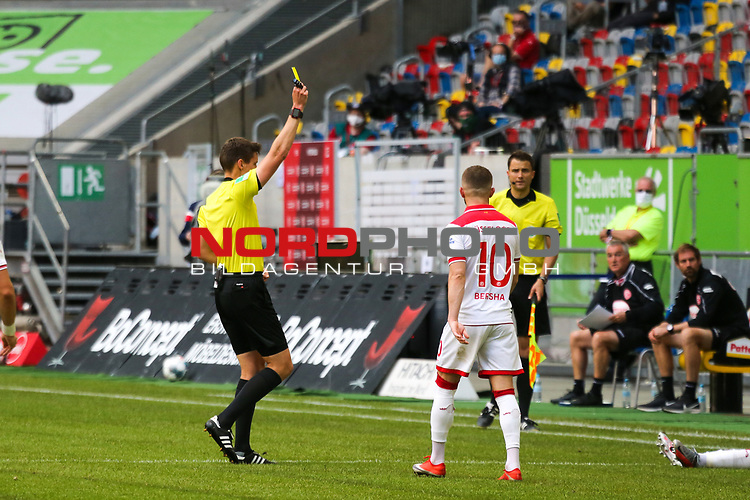 Gelbe Karte<br /><br />1. Fussball Bundesliga 33. Spieltag - Fortuna Duesseldorf vs. FC Augsburg 20.06.2020 - <br /><br />(Foto: Sebastian Sendlak / wave.inc/POOL/ via Meuter/Nordphoto)<br /><br />DFL regulations prohibit any use of photographs as image sequences and/or quasi-videos.<br /><br />EDITORIAL USE ONLY<br /><br />National and international News-Agencys OUT.