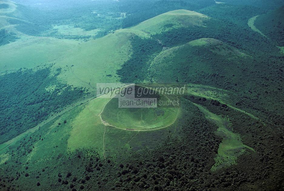 Europe/France/Auvergne/63/Puy-de-Dôme/Parc Naturel Régional des Volcans/Les Monts Dômes: Vue aérienne
