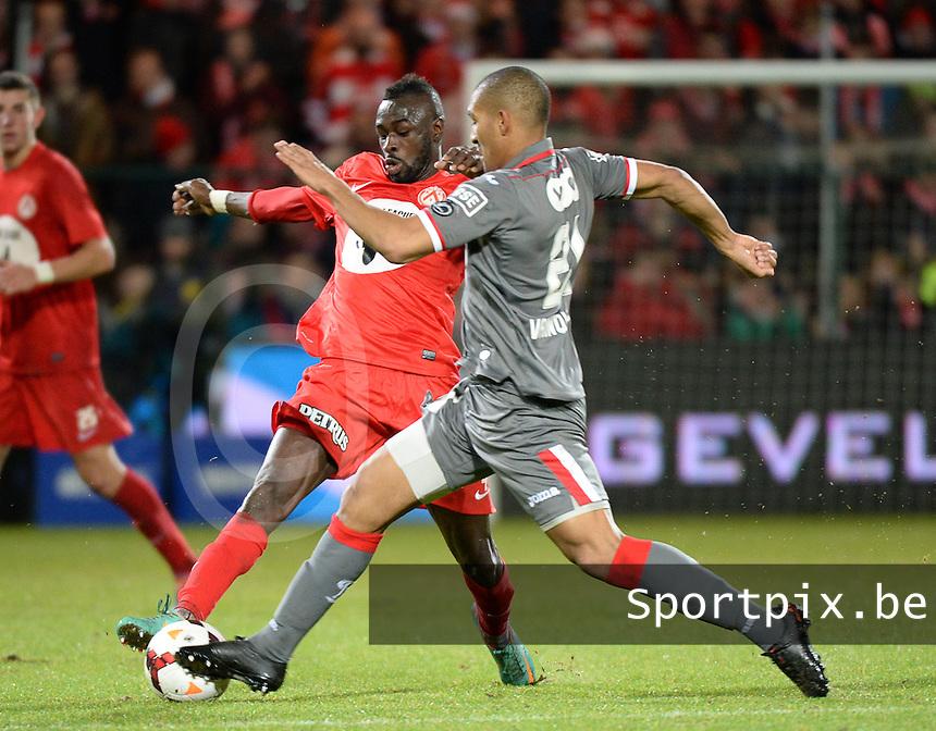 KV Kortrijk - Standard Luik : duel tussen Ismaila N'Diaye (links) en William Vainqueur (rechts)<br /> foto VDB / Bart Vandenbroucke