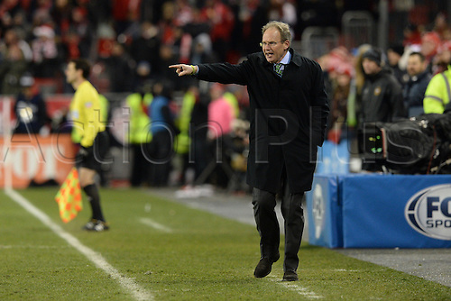 10.12.206. Toronto, ONT, Canada. MLS Football League Cup. Seattle Sounders head coach Brian Schmetzer gives instructions to his team during the first half of the MLS Cup Final game between Toronto FC and Seattle Sounders on December 10, 2016, at BMO Field in Toronto, ON, Canada.