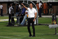 CUCUTA -COLOMBIA, 20-08-2015: Jose Fernando Santa técnico de Atlétivco Huila gesticula durante partido contra Cúcuta Deportivo por la fecha 7 de la Liga Aguila II 2015 disputado en el estadio General Santander de la ciudad de Cúcuta./  Jose Fernando Santa coach of Atletico Huila gestures during match against Cucuta Deportivo during match for the 7th  date of the Aguila League II 2015 played at General Santander stadium in Cucuta city. Photo: VizzorImage / Manuel Hernandez /