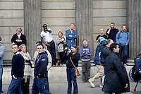 UK. London. 1st April 2009.. Londoners watch the demonstration at the bank of england.©Andrew Testa for the New York times