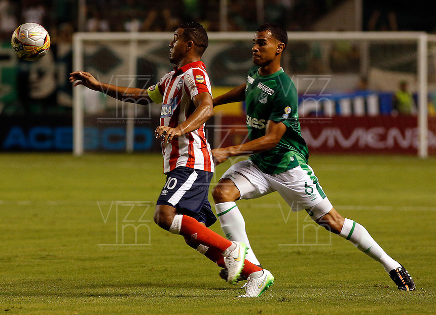 PALMIRA -COLOMBIA-12-03-2015. David Cabezas (Der) jugador del Deportivo Cali disputa un balón con Macnelly Torres (Izq) jugador de Atlético Junior durante partido por la fecha 9 de la Liga Aguila I 2015 jugado en el estadio Palmaseca de la ciudad de Palmira./  David Cabezas (R) player of Deportivo Cali fights the ball with Macnelly Torres (L) player of Atletico Junior during match for the 9th date of Aguila League I 2015 played at Palmaseca stadium in Palmira city Photo: VizzorImage/ Juan C. Quintero /STR  Photo: VizzorImage / Juan C Quintero /Str