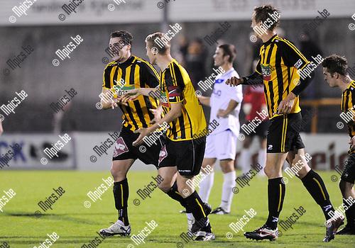 2011-10-15 / Voetbal / seizoen 2011-2012 / Zwarte Leeuw - De Kempen / Zwarte Leeuw viert de 3-0 van Sven Schoenmaekers (L)..Foto: Mpics