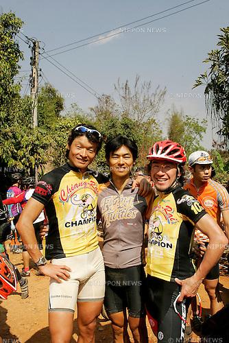 Chiang-Rai MTB Challenge 2009, riders group, A3-3 Shun MATSUMOTO, A4-1 Taro SHIRATO (photo Laurent Benchana/Nippon News)