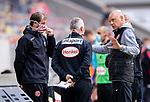 nph00351: Fussball, 1. Bundesliga, Saison 19/20, 26. Spieltag, Fortuna Düsseldorf - FC Paderborn 07, 16.05.2020:<br /> Trainer Uwe Rösler (F95) im Gespräch mit <br /> Co-Trainer Thomas Kleine und Rob Kelly (F95)<br />  <br /> <br /> Nur für journalistische Zwecke! Only for editorial use!<br /> <br /> Gemäß den Vorgaben der DFL Deutsche Fußball Liga ist es untersagt, in dem Stadion und/oder vom Spiel angefertigte Fotoaufnahmen in Form von Sequenzbildern und/oder videoähnlichen Fotostrecken zu verwerten bzw. verwerten zu lassen. DFL regulations prohibit any use of photographs as image sequences and/or quasi-video. <br /> <br /> Foto: Moritz Müller/Pool / via Meuter/nordphoto