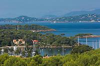 Europe/Provence-Alpes-Côte d'Azur/83/Var/Iles d'Hyères/Ile de Porquerolles:  Depuis le Fort Sainte Agathe, vue sur port et le continent
