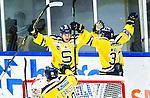 Huddinge 2015-09-20 Ishockey Division 1 Huddinge Hockey - S&ouml;dert&auml;lje SK :  <br /> S&ouml;dert&auml;ljes Karl Olofsson firar sitt 0-1 m&aring;l med Jakob Wallin under matchen mellan Huddinge Hockey och S&ouml;dert&auml;lje SK <br /> (Foto: Kenta J&ouml;nsson) Nyckelord:  Ishockey Hockey Division 1 Hockeyettan Bj&ouml;rk&auml;ngshallen Huddinge S&ouml;dert&auml;lje SK SSK jubel gl&auml;dje lycka glad happy