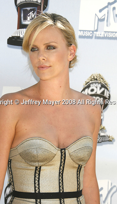 Actress Charlize Theron arrives to the 2008 MTV Movie Awards on June 1, 2008 at the Gibson Amphitheatre in Universal City, California.