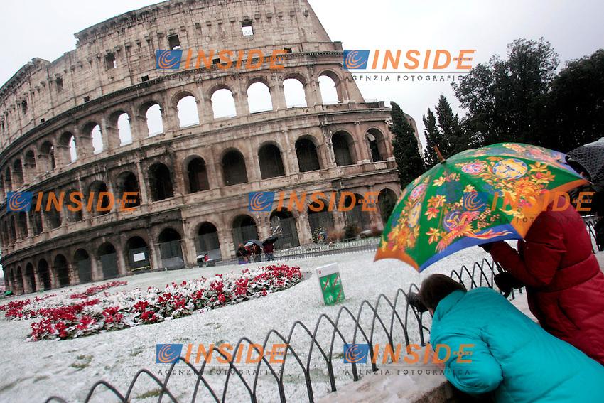 Roma 03/02/2012. Neve a Roma. Colosseo. .Photo Zucchi Insidefoto