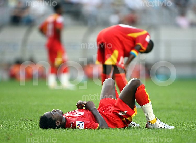 Fussball  12. FIFA U17 Weltmeisterschaft in Korea     Spiel um Platz Drei Ghana - Deutschland Ghana vs. Germany Daniel OPARE (vorne, GHA) liegt enttaeuscht auf dem Rasen nach der Niederlage.