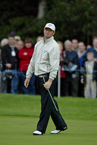 30 May 2004: Ernie Els (SA) misses a putt on the 11th green during the final round of The Volvo PGA Championship, Wentworth, England. Photo: Glyn Kirk/Actionplus...040530  golf golfer player