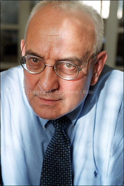 Max Gallo, French writer in 2001.