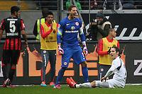Srdjan Lakic (Paderborn) scheitert an Kevin Trapp (Eintracht) - Eintracht Frankfurt vs. SC Paderborn 07, Commerzbank Arena
