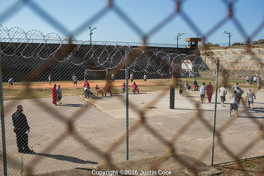 Inmates (death row inmates in red) play basketball on the yard at Central Prison in Raleigh, NC on Thursday, November 17, 2016. (Justin Cook)