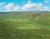 Einfætingsgil, Krossárbakki eyðijörð í túnnum í forgrunni Óspakseyrarhreppur. / Farm Einfaetingsgil, former farmsite Krossarbakki in the fields in foreground, Ospakseyrarhreppur.