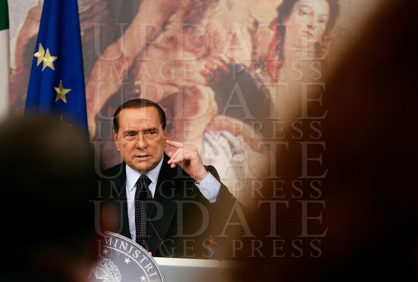 Il Presidente del Consiglio Silvio Berlusconi tiene una conferenza stampa a Palazzo Chigi, Roma, 6 ottobre 2010..Italian Premier Silvio Berlusconi attends a press conference at Chigi Palace, Rome, 6 october 2010..UPDATE IMAGES PRESS/Riccardo De Luca