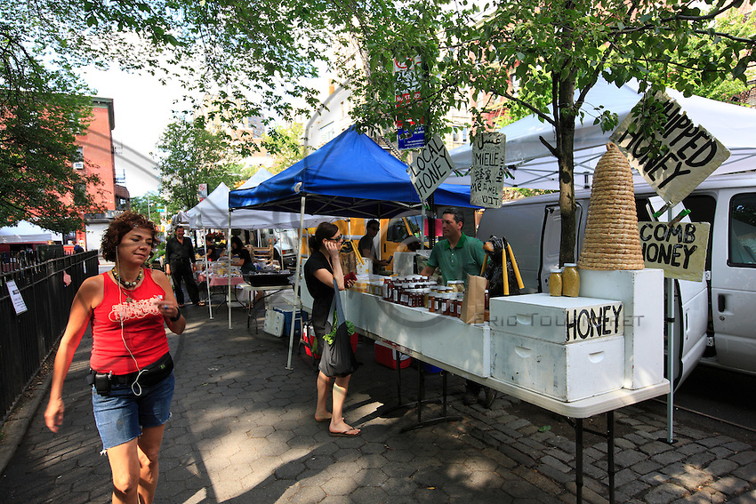 Andrew Coté sets up each week in the green and organic markets in the city of New York at Union Square and in Tompkins Square Park to sell his New York bees' production and also the honey from his 220 hives in Connecticut.