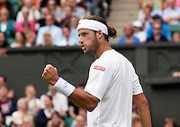 24-06-11, Tennis, England, Wimbledon, Feliciano Lopez bald zijn vuist, hij verslaat Roddick