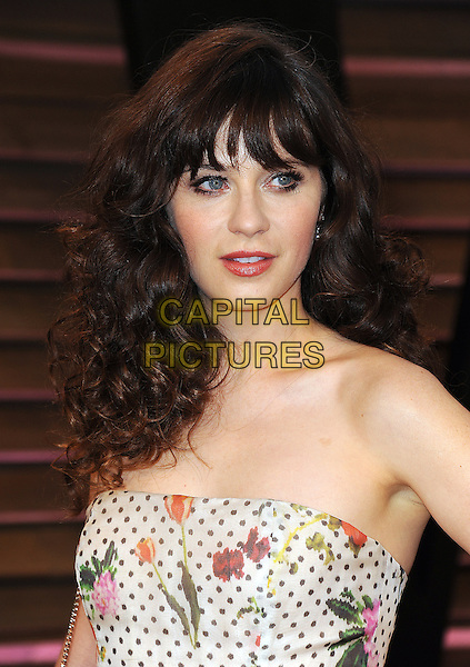 WEST HOLLYWOOD, CA - MARCH 2: Zooey Deschanel arrives at the 2014 Vanity Fair Oscar Party in West Hollywood, California on March 2, 2014. Credit: PictureGroup/MediaPunch<br /> CAP/MPI/PG<br /> &copy;PictureGroup/MediaPunch/Capital Pictures