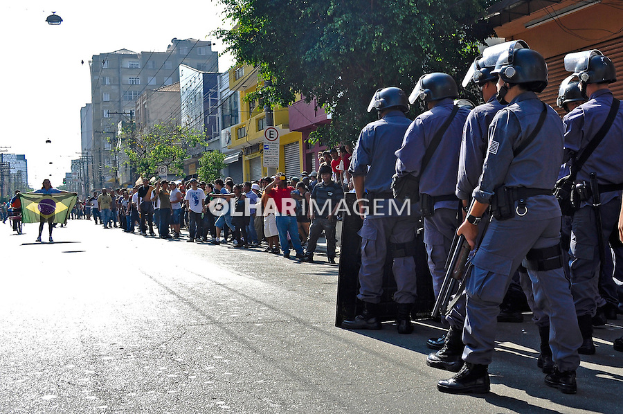 Conflito da policia com camelos no bairro do Bras. Sao Paulo. 2011. Foto de Levi Bianco.