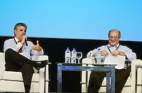 SÃO PAULO, SP, 07 DE FEVEREIRO DE 2012 - CAMPUS PARTY - DEBATE - INOVACAO TECNOLOGICA FORCA MOTRIZ PARA O DESENVOLVIMENTO ECONOMICO  - Ministro das comunicações Paulo Bernardo (D), e o Presidente da Telefonica/Vivo Antonio Carlos Valente (E) durante debate - Inovação tecnológica: força motriz para o desenvolvimento econômico no Campus Party, no Anhembi em Sao Paulo, na tarde desta terça-feira. (FOTO: ALEXANDRE MOREIRA - NEWS FREE).