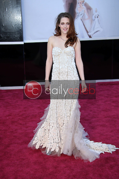 Kristen Stewart<br /> at the 85th Annual Academy Awards Arrivals, Dolby Theater, Hollywood, CA 02-24-13<br /> David Edwards/DailyCeleb.com 818-249-4998
