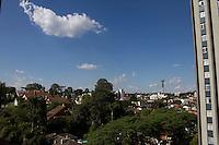 CURITIBA, PR, 28.01.2014 – CLIMA TEMPO/ TEMPERATURA/CURITIBA -  Na tarde dessa terça -feira (28), os termômetros na capital paranaense, Curitiba chegaram a registrar 34ºC, temperatura mais alta do ano.(FOTO: PAULO LISBOA  / BRAZIL PHOTO PRESS) CURITIBA, PR,