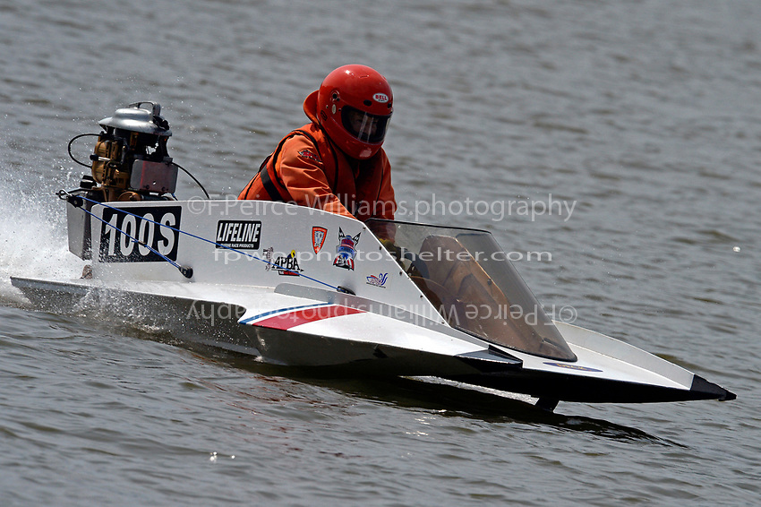 100-S just going for a boat ride...    (Outboard Hydroplane)
