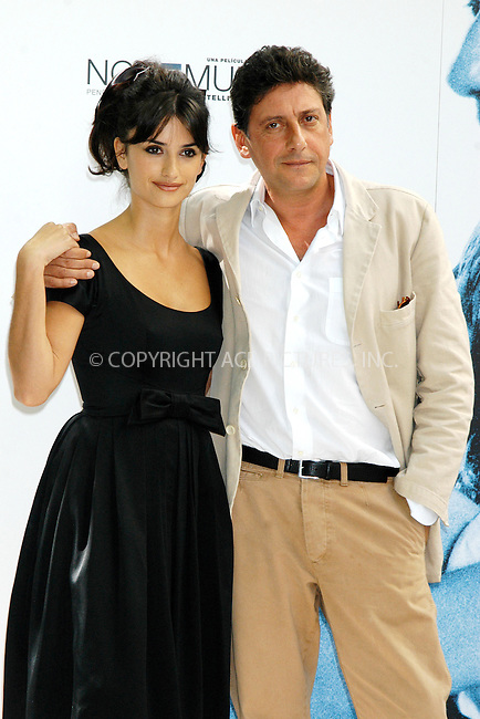 Penelope Cruz and director Sergio Castellitto at a photocall to promote Italian Film 'Non ti muovere' at the Santo Mauro Hotel, in Madrid, 15 September 2004...FAMOUS.PICTURES AND FEATURES AGENCY.tel  +44 (0) 20 7731 9333.fax +44 (0) 20 7731 9330.e-mail info@famous.uk.com.www.famous.uk.com.FAM13548