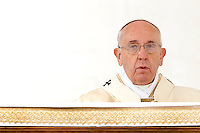 Papa Francesco celebra la cerimonia di beatificazione dei beati Giovanni Antonio Farina, Kuriakose Elias Chavara della Sacra Famiglia, Ludovico da Casoria, Nicola da Longobardi, Eufrasia Eluvathingal del Sacro Cuore ed Amato Ronconi, in Piazza San Pietro, Citta' del Vaticano, 23 novembre 2014.<br /> Pope Francis celebrates the canonization ceremony of  Blessed Giovanni Antonio Farina, Kuriakose Elias Chavara of the Holy Family, Ludovico of Casoria, Nicola of Longobardi, Euphrasia Eluvathingal of the Sacred Heart and Amato Ronconi, in St. Peter's Square at the Vatican, 23 November 2014.<br /> UPDATE IMAGES PRESS/Riccardo De Luca<br /> <br /> STRICTLY ONLY FOR EDITORIAL USE