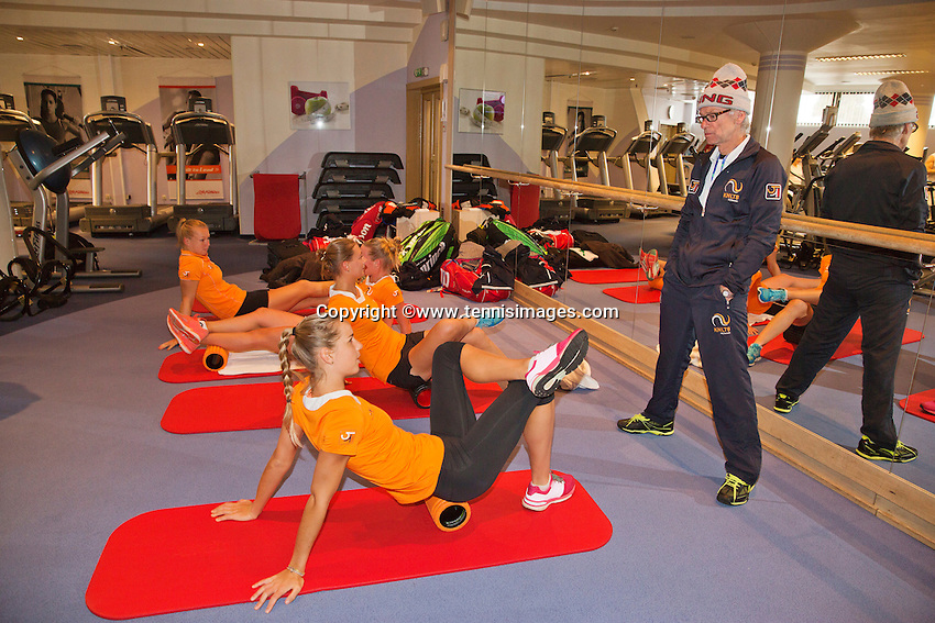 Moskou, Russia, Februari 4, 2016,  Fed Cup Russia-Netherlands,  Dutch team in the fitness, Coach Martin Bohm with Kiki Bertens and Richel Hogenkamp, Cindy Burger and Arantxa Rus (foreground)<br /> Photo: Tennisimages/Henk Koster