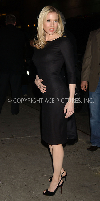 WWW.ACEPIXS.COM . . . . . ....December 20, 2006, New York City. ....Renee Zellweger Stops byt the Late Show with David Letterman. ....Please byline: KRISTIN CALLAHAN - ACEPIXS.COM.. . . . . . ..Ace Pictures, Inc:  ..(212) 243-8787 or (646) 769 0430..e-mail: info@acepixs.com..web: http://www.acepixs.com