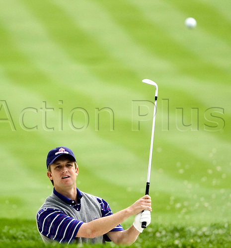17 September 2004: American player David Toms hits out of a bunker during the first day of the 2004 Ryder Cup at Oakland Hills Country Club in Bloomfield Township, Michigan, USA. Photo: Tannen Maury/Icon/Action Plus..040917 golf golfer match play matchplay usa europe..
