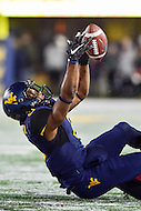 Morgantown, WV - NOV 19, 2016: West Virginia Mountaineers wide receiver Daikiel Shorts (6) almost brings in an acrobatic catch while falling during game between West Virginia and Oklahoma at Mountaineer Field at Milan Puskar Stadium Morgantown, West Virginia. (Photo by Phil Peters/Media Images International)