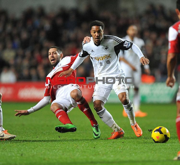 Swansea City's Jonathan de Guzman wins the ball from Fulham's John Arne Riise -  28/01/2014 - SPORT - FOOTBALL - Liberty Stadium - Swansea - Swansea City v Fulham - Barclays Premier League<br /> Foto nph / Meredith<br /> <br /> ***** OUT OF UK *****