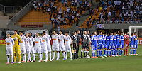 ATENÇÃO EDITOR: FOTO EMBARGADA PARA VEÍCULOS INTERNACIONAIS - SÃO PAULO, SP, 26 DE SETEMBRO DE 2012 - FINAL DA RECOPA SULAMERICANA - SANTOS x UNIVERSIDAD DE CHILE: Jogadores das duas equipes durante partida Santos x Universidad de Chile, válida final da Recopa Sulamericana no Estádio do Pacaembú em São Paulo. FOTO: LEVI BIANCO - BRAZIL PHOTO PRESS