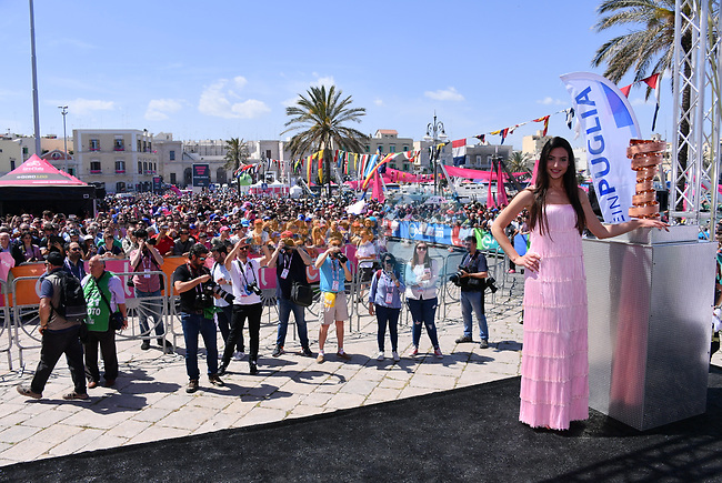 The Trofeo Senza Fine on display at sign on before the start of Stage 8 of the 100th edition of the Giro d'Italia 2017, running 189km from Molfetta to Peschici, Italy. 1th May 2017.<br /> Picture: LaPresse/Gian Mattia D'Alberto | Cyclefile<br /> <br /> <br /> All photos usage must carry mandatory copyright credit (&copy; Cyclefile | LaPresse/Gian Mattia D'Alberto)