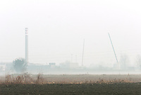 """Deposito di scorie radiottive """"Eurex"""". Le gru testimoniano l'avvio della costruzione del nuovo deposito D2. Saluggia (Vercelli), 30 novembre 2011...""""Eurex"""" radioactive waste storage where D2, new radioactive waste storage, is under constrution. Saluggia (Vercelli), November 30, 2011"""