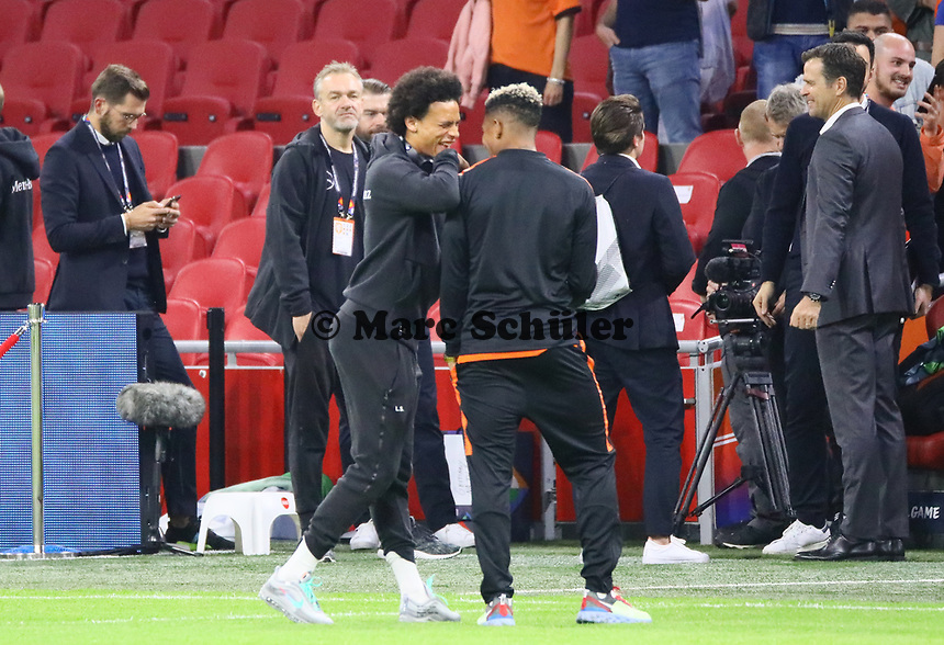 Leroy Sane (Deutschland Germany) mit Justin Kluivert (Niederlande, Netherlands) - 13.10.2018: Niederlande vs. Deutschland, 3. Spieltag UEFA Nations League, Johann Cruijff Arena Amsterdam, DISCLAIMER: DFB regulations prohibit any use of photographs as image sequences and/or quasi-video.