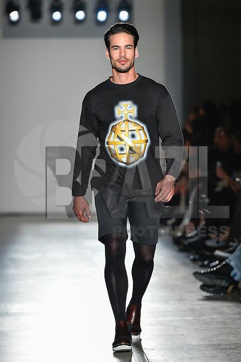 LISBOA, PORTUGAL, 15 DE MARÇO 2015 - LISBOA FASHION WEEK -  Modelo durante desfile da grife Nuno Gama durante Lisboa Fashion Week na cidade de Lisboa em Portugal nesse domingo, 15. FOTO: Bruno de Carvalho - BRAZIL PHOTO PRESS