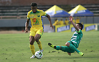 NEIVA - COLOMBIA, 13-07-2019: Geovan Montes (Izq.) jugador del Atlético Huila disputa el balón con Stalin Motta (Der.) jugador de La Equidad  durante partido por la fecha 1 de la Liga Águila II 2019 jugado en el estadio Guillermo Plazas Alcid de la ciudad de Neiva. / Geovan Montes (L) player of Atletico Huila fights the ball agaisnt of Satlin Motta (R) player of Equidad during the match for the date 1 of the Liga Aguila II 2019 played at the Guillermo Plazas Alcid Stadium in Neiva  city. Photo: VizzorImage / Sergio Reyes / Contribuidor.