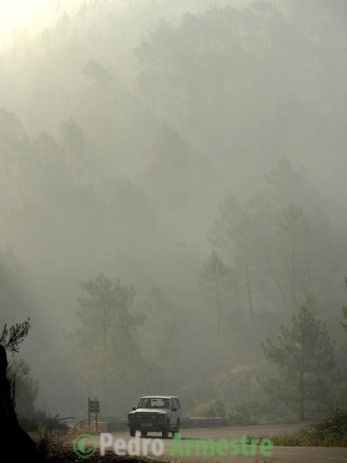SPAIN, Vegas de Coria : A car is seen in a wildfire in Vegas de Coria, near Caceres, on July 28, 2009. on July 28, 2009. (C) Pedro ARMESTRE