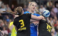 Handballl Champions League Frauen - HC Leipzig (HCL) gegen IK Sävehof/ Saevehof am 19.10.2013 in Leipzig (Sachsen). <br /> IM BILD: Susann Müller / Mueller (HCL) am Ball gegen Linn Blohm (l.) und Jenny Alm (r.) <br /> Foto: Christian Nitsche / aif