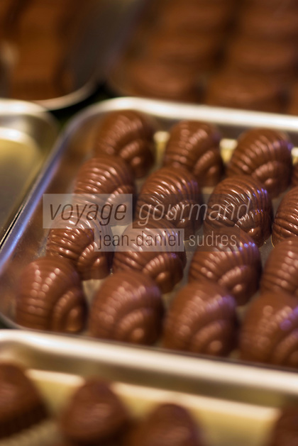 Europe/Belgique/Flandre/Flandre Occidentale/Bruges:   <br /> Choco Story, The Chocolate Museum , fabrication des chocolats / Belgium, Western Flanders, Bruges: Choco Story, The Chocolate Museum, making chocolates